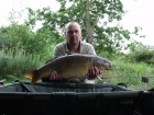 Adrian Knowless 17lbs 8oz common carp, code red 18mm.. seen few fish top so code red boilies  on the deck