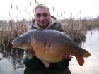 James Rodger 26lbs 0oz Mirror Carp, tails up.