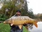 Colin Meneaud 14lbs 0oz Mirror Carp, Carp Cuisine 'Frankfurter Sausage' single hookers in 18mm... 4th of 4 mirrors in 2 hours, perfect early winter conditions.